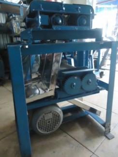 Máy vặt lông gà , máy thái thịt , máy xay giò , máy đùn nem chua , máy trộn đa năng