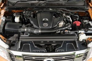 động cơ trục cam đôi 4 xi lanh thẳng hàng,16 van,các van phân phối trục turbo.
