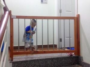 Chặn cửa, chặn cầu thang, chặn nhà bếp, chặn giường an toàn cho bé