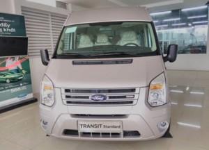 Xe Ford Transit mới màu ghi vàng, Giao xe...