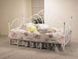 Lạ mắt với thiết kế giường ngủ dạng sofa tạo cảm giác thoải mái khi ngồi và cả khi nằm.