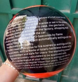 - Với hình quả cầu, Bóng chữa cháy vận hành hoàn toàn tự động,… Ngay khi có lửa bén đến làm cháy dây mồi, bóng cầu sẽ tự động kích hoạt nổ từ 3 đến 5 giây, để dập tắt đám cháy trong phạm vi 4m vuông.