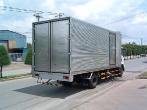 Isuzu NQR75L 5.5 tấn thùng  kín nhập khẩu Nhật Bản