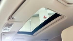Outlander Sport 2016 được trang bị hệ thống âm thanh Display Audio System cải tiến, màn hình 6,1 inch và gương chiếu hậu tự động chống lóa với tính năng Homelink. Bên cạnh đó, nhiều trang bị tiêu chuẩn của Outlander Sport 2016 được nâng cấp như cụm điều khiển trung tâm mềm mại, ghế sau có thể ngả ra hoặc gập theo tỷ lệ 60/40, giá đỡ cốc và vịn tay, cửa sổ chỉnh điện bên người lái, kính sau tối màu...