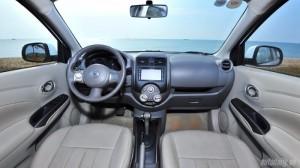 khoan lái rộng rãi đày đủ tiện nghi, màn hình cảm ứng.camera lùi.nút điều khiển am thanh tích hộp trên vô lăng