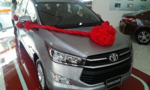 Toyota Innova 2.0E,số sàn mới 100%, xe giao...