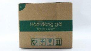 Sản xuất từ 100 đến trên 100,000 hộp Carton khi mua tại Magix.vn Magix cung cấp hộp Carton đóng gói đơn hàng giao nhận COD với 100% kích thước tiêu chuẩn vận chuyển giúp tiết kiệm đến 30% phí vận chuyển Liên hệ trực tiếp 08 98 863 928 - 08 68 105 495 để đặt hàng ➡➡➡ BẢNG GIÁ CƠ BẢN ĐƠN HÀNG 100 HỘP ✔ M0 - Size 16x10x5 cm: 3,500đ/hộp  ✔ M1 - Size 12x12x10 cm: 3,500đ/hộp  ✔ M2 - Size 28.5x10.5x10 cm: 4,500đ/hộp ✔ M3 - Size 20.5x20.5x7 cm: 4,500đ/hộp ✔ M4 - Size 20x15x5 cm: 3,500đ/hộp ✔ M5 - Size 20x15x10 cm: 4,500đ/hộp ✔ M6 -Size 20x20x15 cm: 5,900đ/hộp ✔ M7 - Size 25x17x3.5 cm: 3,500đ/hộp ✔ M8 - Size 28x19x10 cm: 5,900đ/hộp ✔ B1 - 100 Túi bóng khí Size 15x10 cm: 165,000đ/block ✔ B2 - 100 Túi bóng khí Size 20x15 cm: 225,000đ/block ✔ Băng keo 4.8cm x 100 Yard - Block 6 cuộn 72,000đ/block 6 cuộn  ♥♥♥ MIỄN PHÍ phí vận chuyển nội thành cho Khách hàng mới.