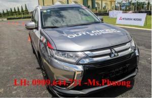 Mitsubishi Outlander phiên bản 2016 vừa chính thức ra mắt thị trường Việt Nam. Đây là dòng xe được nhập khẩu nguyên chiếc từ Nhật Bản với 3 phiên bản. Bản 2.0 CVT STD có mức giá 975 triệu đồng, thấp nhất trong số ba mẫu được giới thiệu. Phiên bản 2.0 CVT giá 1,123 tỷ đồng và bản cao cấp nhất 2.4 CVT giá 1,275 tỷ đồng. (Nguồn Zing.vn)