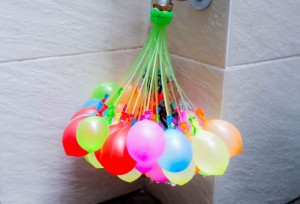 Bộ 111 bong bóng có vòi bơm nhanh MAGIC BALLOONS nhiều màu - MSN383057