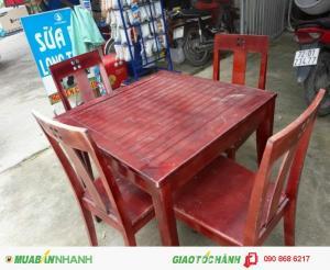 Cần bán bàn ghế chất liệu gỗ