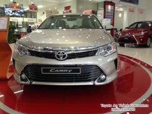 Khuyến Mãi Toyota Camry 2.0E 2016 màu nâu vàng, Mua Trả Góp chỉ cần 360Tr