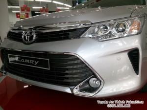Khuyến Mãi Toyota Camry 2.5Q 2017 Màu Bạc 100tr. Mua Trả Góp Trọn Gói Chỉ 460Tr.