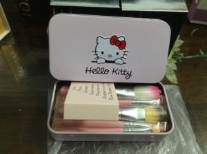 Bộ cọ trang điểm Hello kittty