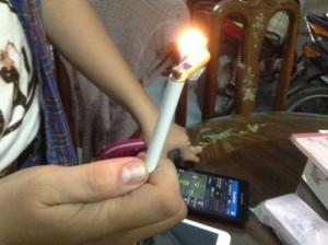 Hột quẹt hình điếu thuốc