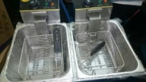 Bếp chiên nhúng đôi OMOSO OZ – 82 Gía bán : 2.200.000 VNĐ  Thông số kỹ thuật: Model:  OZ – 82 Điện áp: 220v / 50Hz. Công suất: 2x 2,5Kw. Dung tích: 5,5x2 = 11lit. Kích thước: 58x51x47 cm. Nhiệt độ: 50 – 200 0C Năng lượng dùng: Điện. Hãng sản xuất: OMOSO