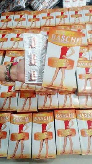 .THUỐC GIẢM CÂN BASCHI THÁI LAN CHÍNH HÃNG + Baschi Quick Slimming Capsule, là loại mới nhất và mạnh nhất được sản xuất theo công thức của sản phẩm Baschi.  + Sản phẩm BASCHI đượcsản xuất bằng công nghệ tiên tiến với các loại thảo dược thiên nhiên tinh khiết + 100% thảo dược thiên nhiên cho mục đích nhanh chóng chế độ ăn uống giảm béo và giảm cân nhanh chóng  + Sản phẩm này được sản xuất tại nhà máy công nghệ cao với tiêu chuẩn GMP + Sản phẩm chất lượng cao nổi tiếng từ Thái Lan .  + Là một sản phẩm trong hãng BAiAN và với công thức cải tiến từ Lishou Phục Linh