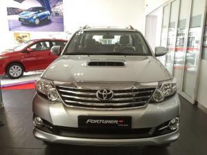 Toyota Phú Mỹ Hưng cần bán Toyota Fortuner...