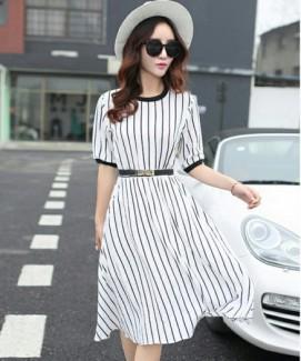 Đầm xinh xuống phố