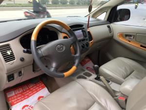 Bán Toyota innova V màu bạc , số tự động