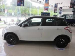 Suzuki Swift màu trắng nóc đen