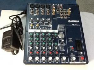 Bán chuyên mixer karaoke yamaha MG 82cx  hàng còn  đẹp  mới .