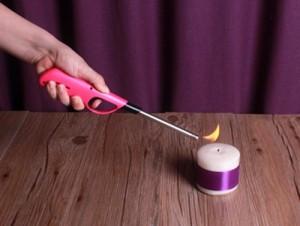 Hạn chế lửa bén vào tay với Súng mồi lửa cho bếp gas, bếp cồn này