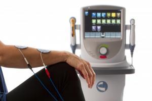 Thiết bị trị liệu kết hợp 5 tác nhân: điện + Siêu âm + laser + điện cơ +giác hút chân Không
