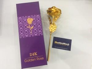Lớp vàng lát bên ngoài hoa hồng rất tinh xảo và óng ánh , theo thời gian không bị cũ hay phai mờ