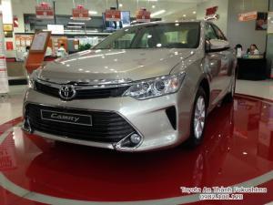 Khuyến Mãi Toyota Camry 2.0E 2016 Màu Nâu Vàng 100Tr, Mua Trả Góp chỉ cần 360Tr. Xe Giao Ngay LH 0982.100.120