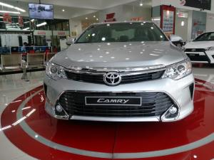 Khuyến Mãi Toyota Camry 2.0E 2018 Màu Bạc, Mua Trả Góp chỉ cần 240Tr. Xe Giao Ngay