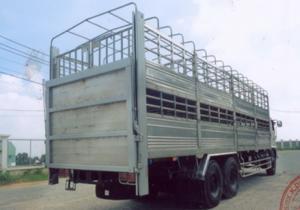 HINO FL chở gia súc