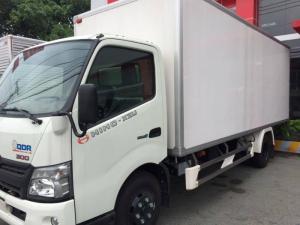 Xe tải Hino XZU-730L 4.6 tấn thùng bảo ôn, giá ưu đãi