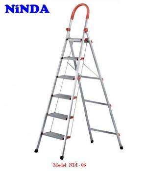 Model : NDI-06  Số bậc : 06 bậc  Chiều cao toàn thang : 192 cm  Chiều cao sử dụng      : 147 cm  Khoảng cách các bậc  :  25,5 cm  Khoảng cách 2 chân khi sử dụng : 63,5 cm  Khoảng cách hai chân thang : 102 cm  Chất liệu mặt bậc : Nhôm T6063  Độ dày mặt bậc    : 1,0 mm  Kích thước mặt bậc : 13 cm  Kích thước mặt bậc trên cùng: 18 cm  Tải trọng tối đa      : 150 kg  Khối  lượng thang  : 7    kg  Hai thành  được làm từ inox chống han rỉ  Màu sắc : Màu trắng truyền thống  Chân thang bằng cao su thiên nhiên  chống trơn trượt Tiêu chuẩn chất lượng Châu Âu  EN - 131 Bảo hành chính hãng : 12 tháng