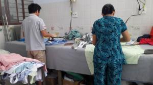 Xưởng may gia công Trang Trần là xưởng may quần áo giá rẻ, chất lượng uy tín hàng đầu tại TPHCM. Đội ngũ thợ may lành nghề đảm bảo trong từng đường kim mũi chỉ.