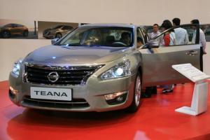 ĐỘNG CƠ MỚI MẠNH HƠN Nissan Teana 2014 2.5SL, 3.5 SL Trang bị động cơ 2,5 lít mới với công suất mạnh mẽ 179,6 mã lực, bạn sẽ nhận được cả hai giá trị về tiết kiệm nhiên liệu và sức mạnh động cơ, đó là giá trị lâu dài bạn xứng đáng nhận được. Tiết kiệm nhiên liệu tuyệt vời và mạnh mẽ, phân phối năng lượng hợp lý đến mức hoàn hảo.