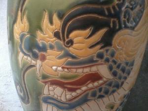 Gốm sứ (Rồng cuộn vân mây), cao 30 cm