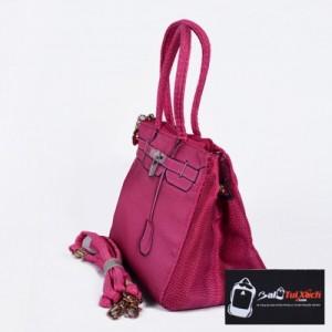 Mẫu túi xách màu hồng thích hợp cho các bạn nữ dịu dàng