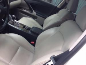 Cần bán xe dòng sedan Lexus IS250 màu trắng, đời 2010