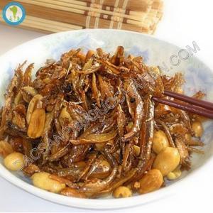 Khô cá cơm Phú Quốc, món ngon dân dã nổi tiếng của dân chài đảo ngọc.
