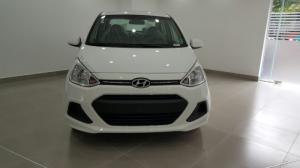 I10 Sedan bản kinh doanh 1.2 số sàn màu trắng có sẵn, xe giao nhanh
