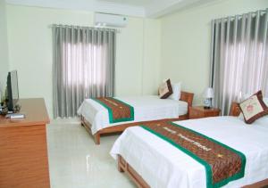Khách sạn Family Transit Hotel