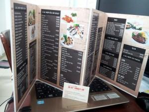 Menu, thực đơn bìa cứng từ PP cán format | Meu gấp 3 cho quán, mỗi mặt menu bằng tờ giấy A4, sử dụng format 2 ly để giảm độ nặng và độ dày của menu | Số lượng in tối thiểu: 5 - 10 cuốn
