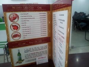 In thực đơn, in menu cho cửa hàng thực phẩm | Thiết kế phông màu chủ đạp là cam đỏ, hình ảnh sản phẩm bán, tên thực phẩm, giá tiền,... | Loại hình in: menu, thực đơn PP cán format | Khổ in: A3 gấp đôi | Loại 4 mặt in full