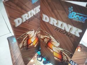 In menu nước uống cho quán beer | Thiết kế với hình ly bia, màu nâu trầm của beer phối 79b208 dương | Loại hình in: PP cán format, menu loại gấp đôi, loại 4 mặt in full