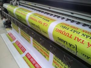 Máy in mực dầu chất liệu hiflex thực hiện in menu hộp đèn ngoài trời cho quán | In Thực Đơn chủ động máy in nên thực hiện in nhanh, in đẹp và chất lượng cho bạn