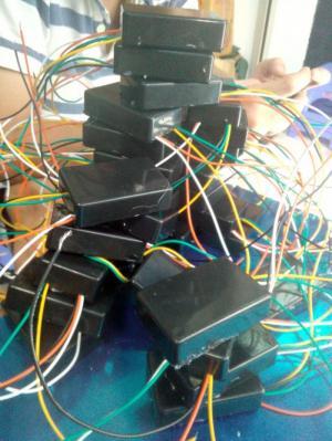 Cục sạc pin điện thoại từ bình acquy xe máy