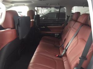 Bán xe Lexus LX570 sản xuất 2/2016 trắng nội thất đỏ đã có biển
