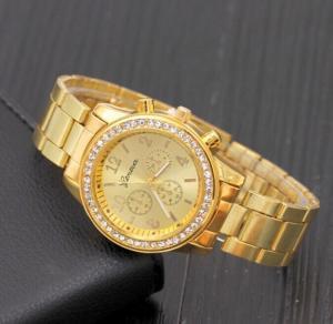 Đồng hồ đính đá