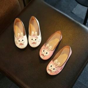 Giày thỏ xinh cho bé
