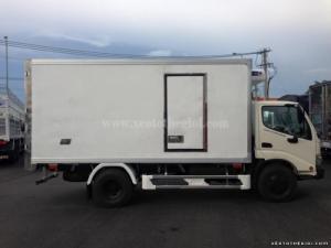 Xe tải Hino WU342L Dutro 5 tấn, tiết kiệm nhiên liệu, nhận thiết kế và đóng thùng